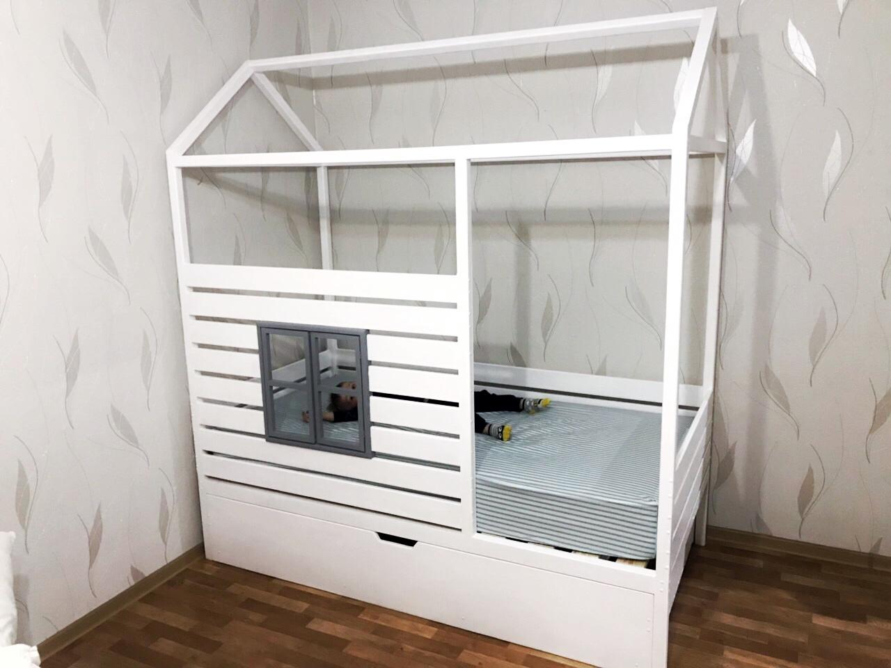 Кровать Домик Канопи с дополнительным выдвижным спальным местом (массив сосны).