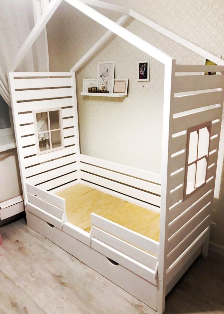 Кровать домик Рикки (массив сосны) 1600х800.