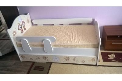 Кровать детская Мишки с подкроватным ящиком и бортиком.