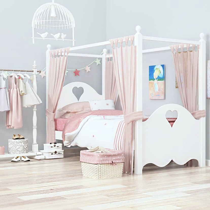 Кровать подростковая Сердце с надстройкой для балдахина.