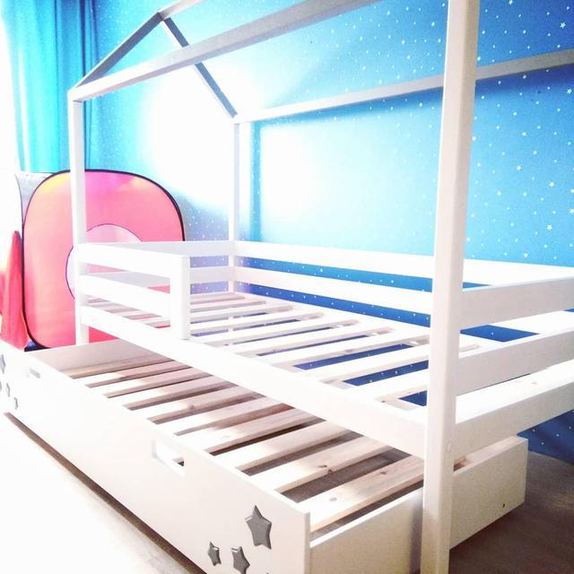 Кровать Домик модель 03 с выдвижным дополнительным спальным местом.