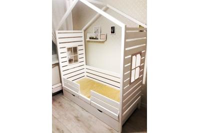 Кровать домик Рикки (массив сосны) 1800х900.