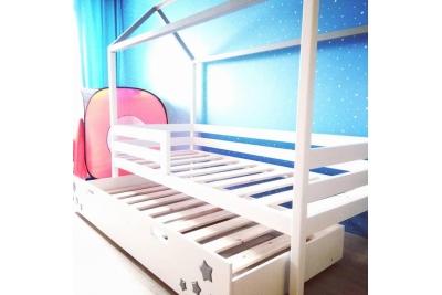 Кровать Домик  с выдвижным дополнительным спальным местом.